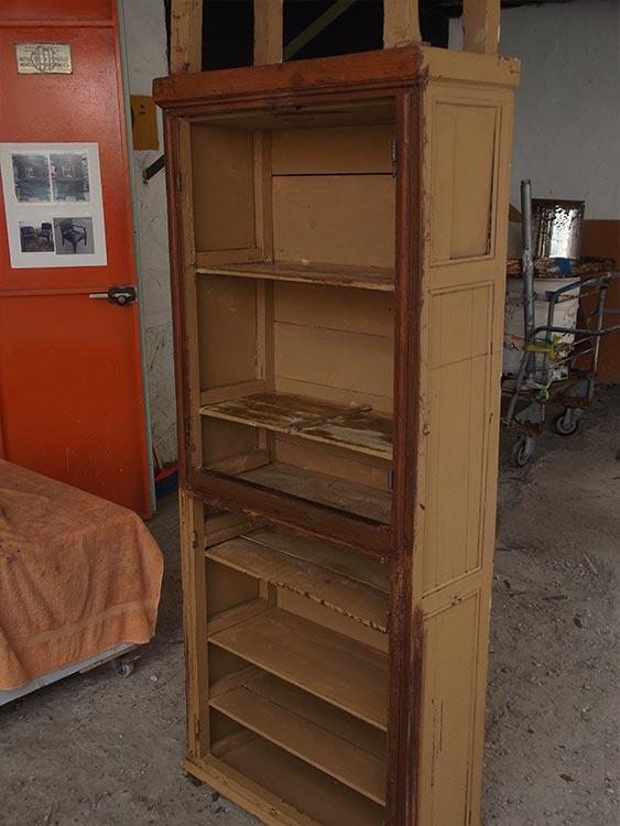 Chinero alto de madera restauración.