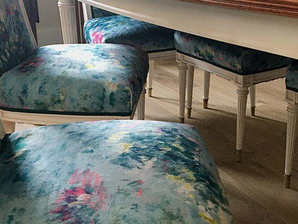 Renovación de mesa y sillas.