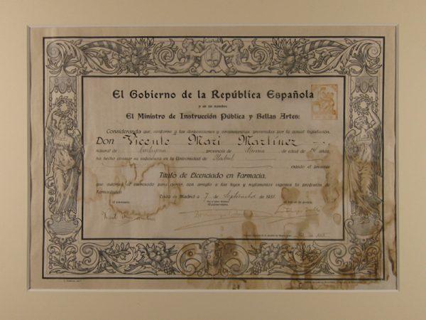 Título de la II República Española restaurado.