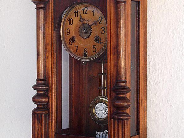 Reloj de pared restaurado.