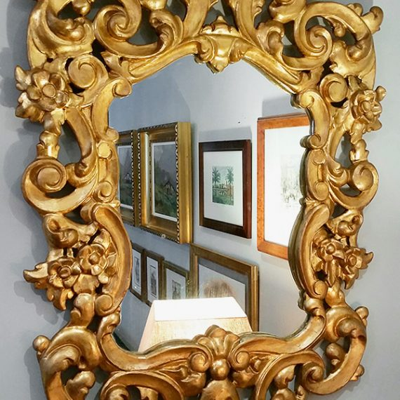 Detalles del espejo restaurado.