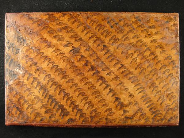 Cubierta restaurada del libro de grabados.