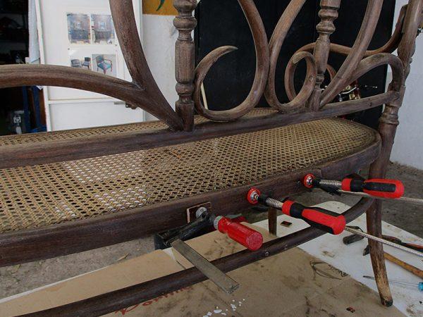 Proceso de restauración del tresillo.